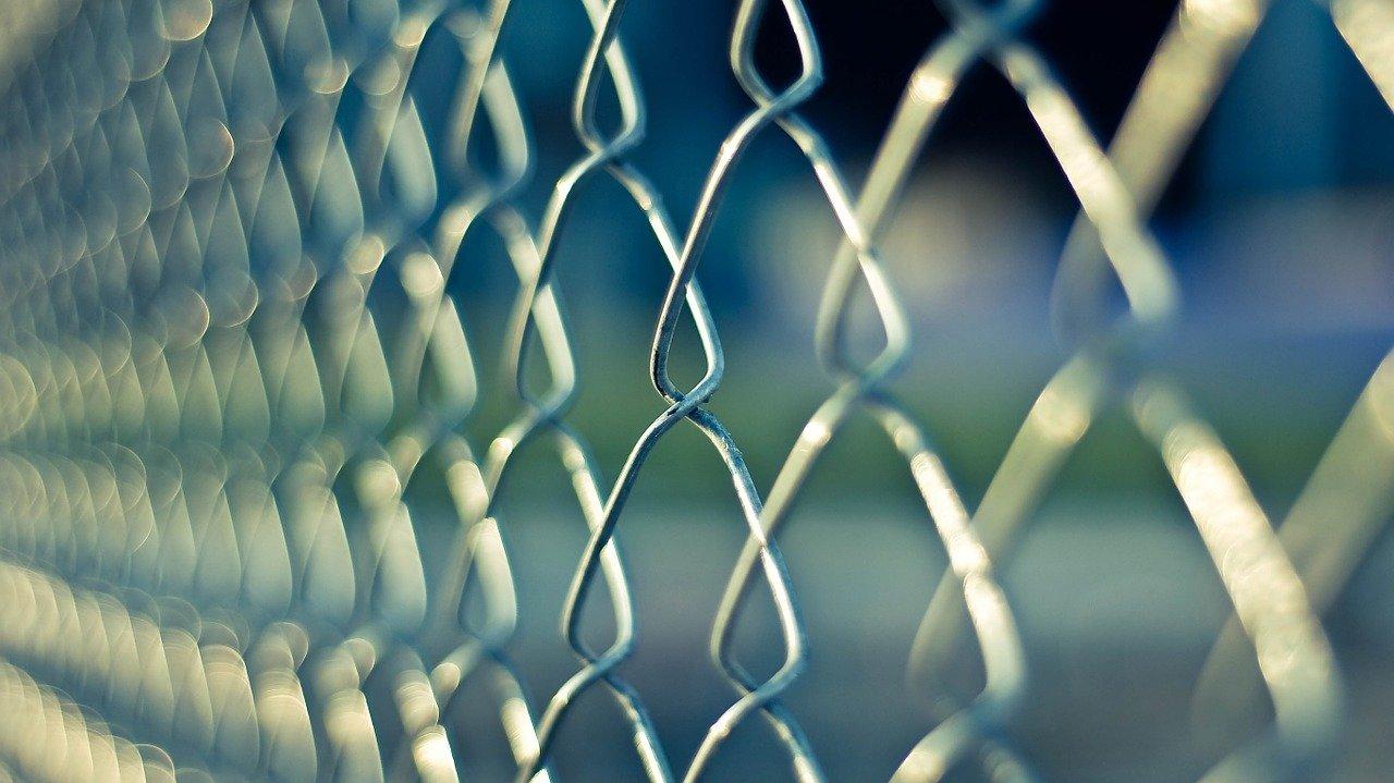 chain-link, fence, metal-690503.jpg